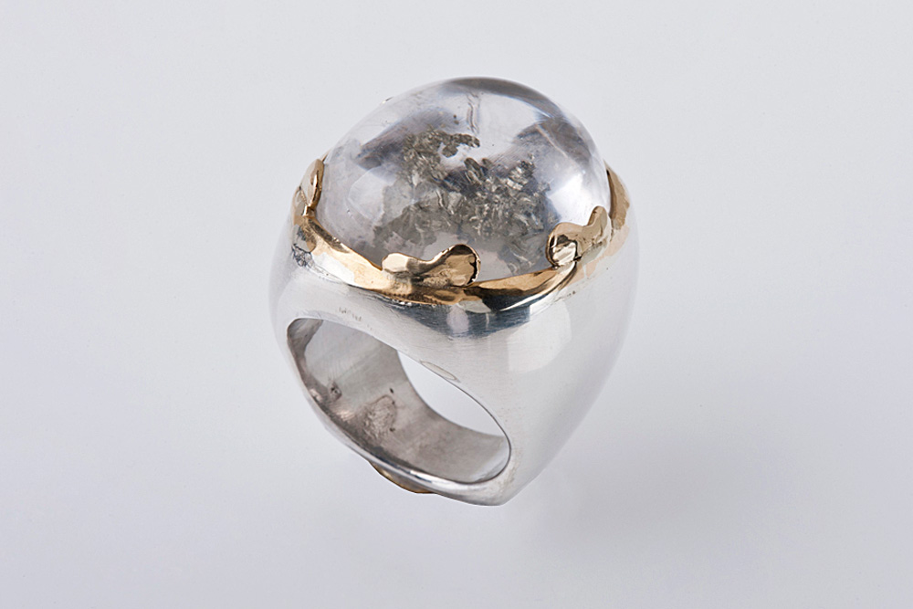 Ring in gold, silver and quartz with inclusions