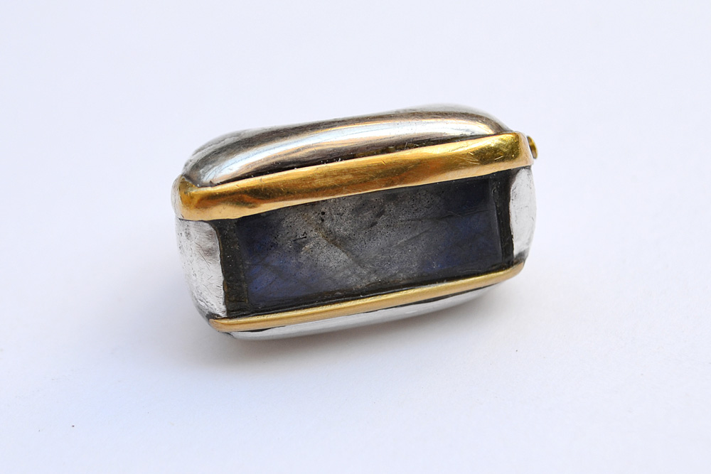 Ring in silver, gold and labradorite