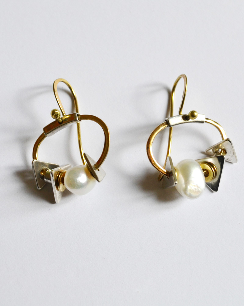 Earrings in gold and silver and pearls