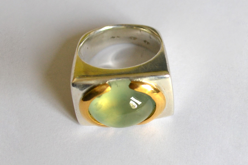 Ring in silver, gold and phrenite