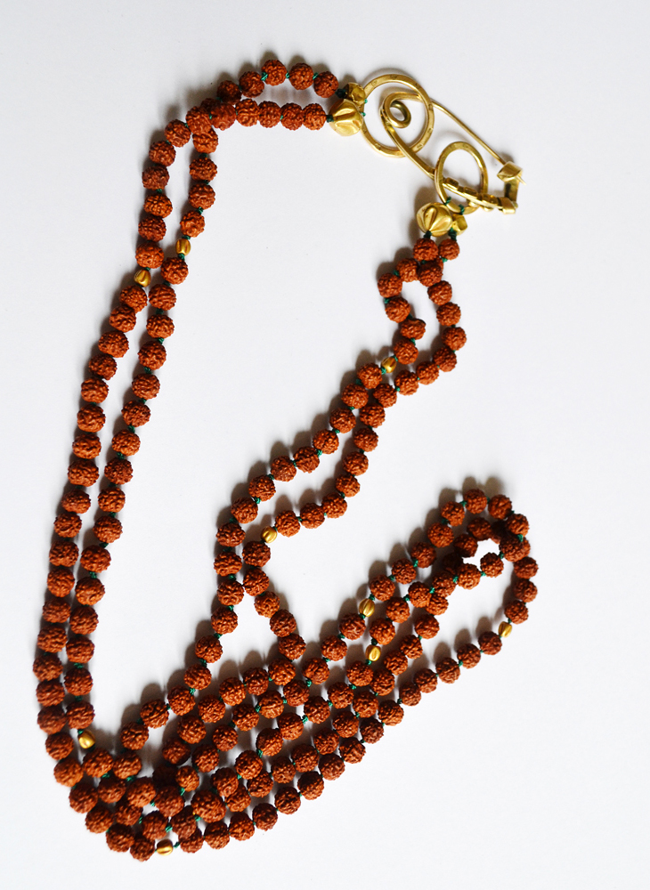 Necklace in gold and rudraksha beads
