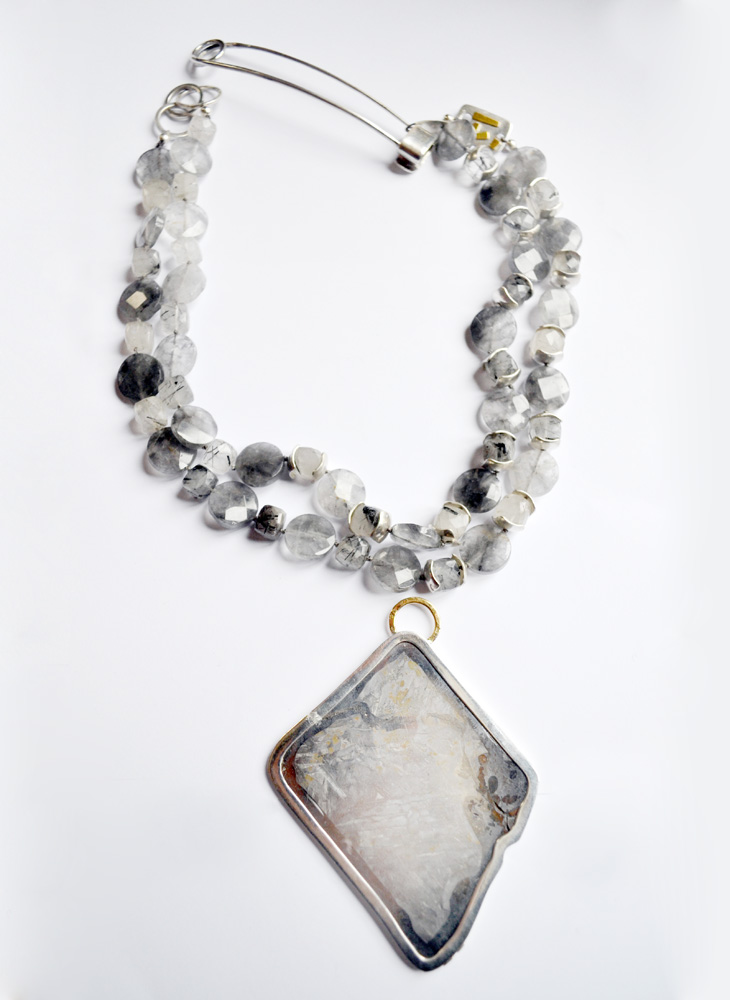Necklace in silver, gold, quartz with inclusions and meteorite