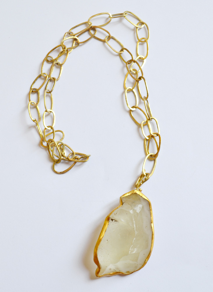 Necklace in gold and lybic glass