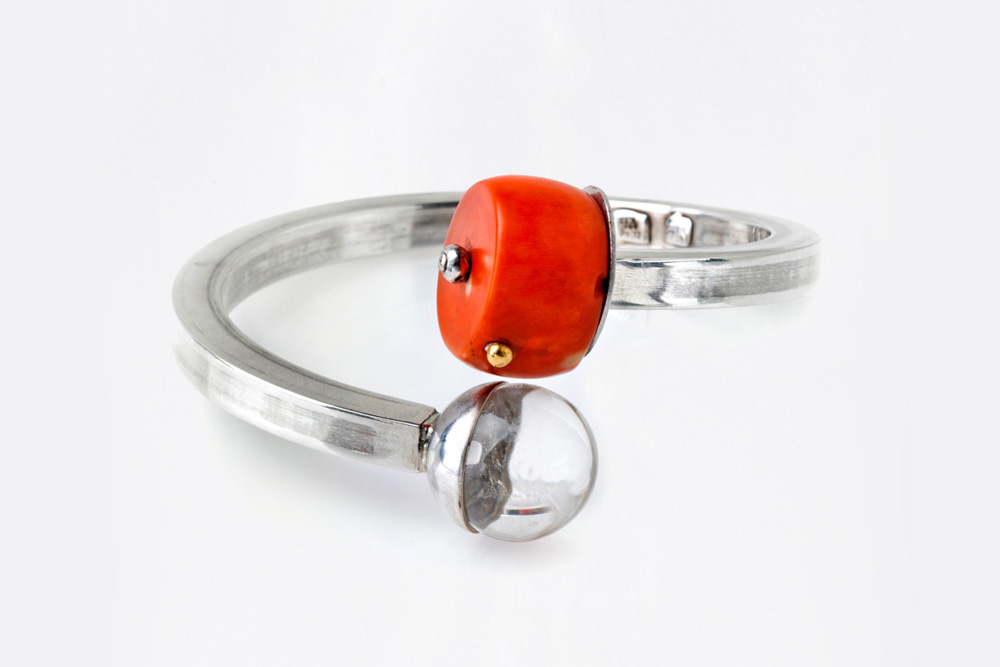 Bracelet in silver, gold, coral and crystal