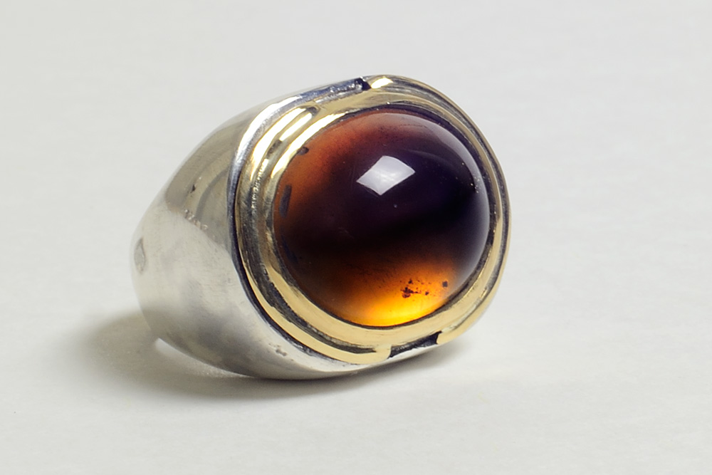 Ring in silver, gold and amber