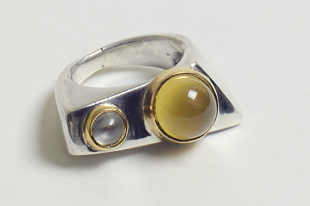 Ring in gold, silver, prehnite and moonstone